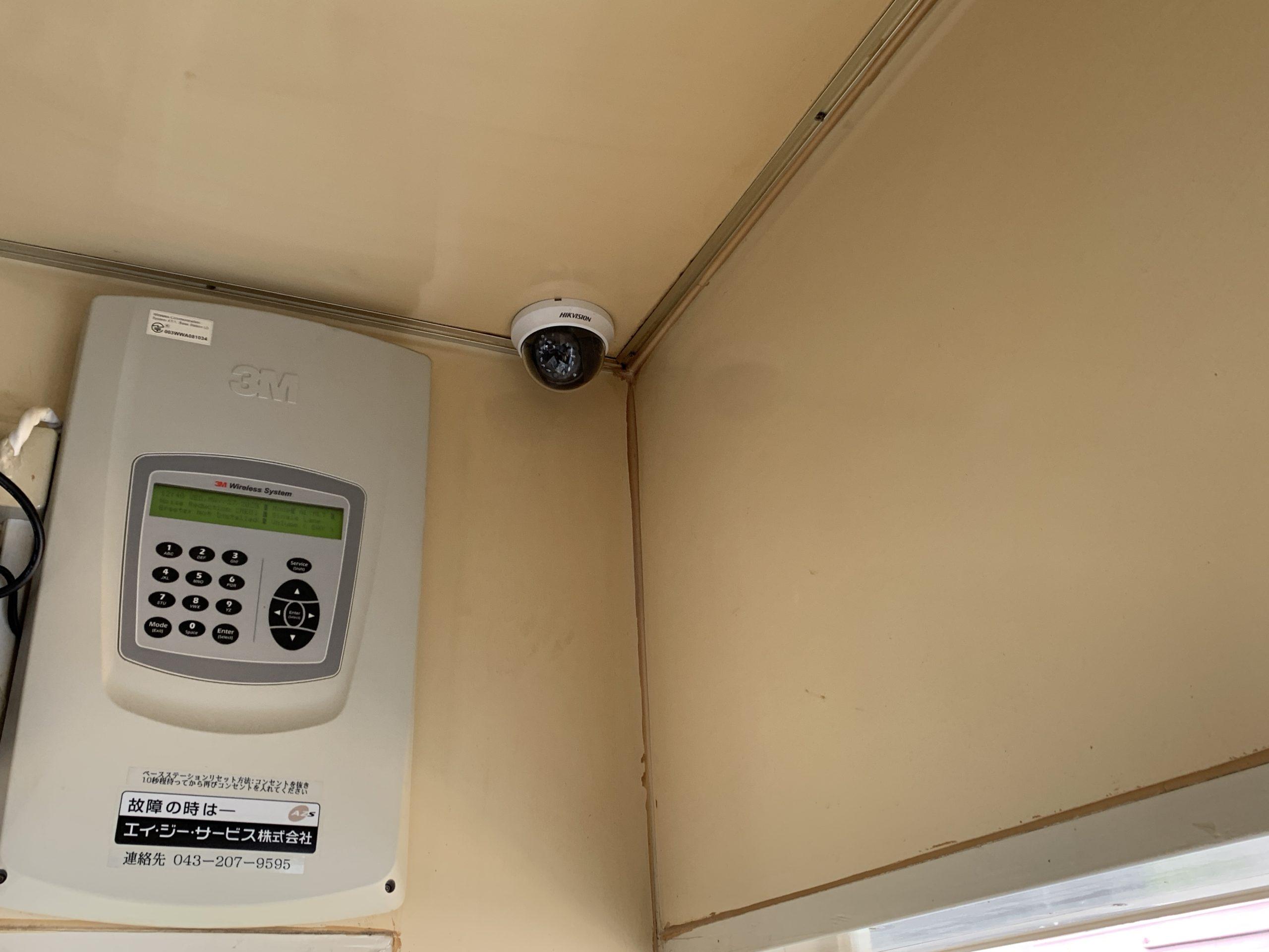 松阪市の某店舗にて監視カメラ取付工事